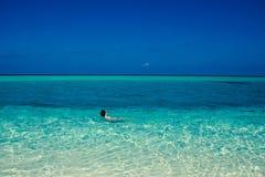 田园诗天堂海岛风景 海滩异乎寻常热带 暑假,豪华度假胜地,旅游业概念 旅行马尔代夫 免版税库存图片