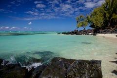 田园诗海滩在毛里求斯 免版税库存照片