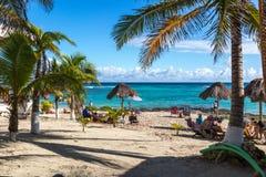 田园诗海滩在Tulum地区在墨西哥 免版税库存图片