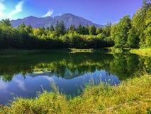 田园诗湖在巴德赖兴哈尔, Bavarial阿尔卑斯,德国 免版税库存照片