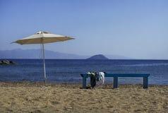 田园诗看法向海,尼西罗斯岛海岛 季节是闭合的 您系列节日快乐的夏天 平静和孑然概念性照片 免版税库存图片