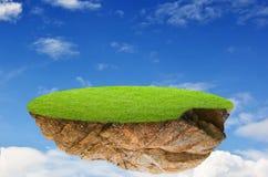 田园诗自然风景。幻想海岛在天空中 图库摄影