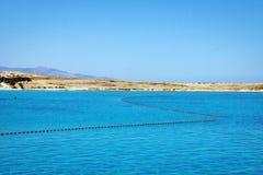 田园诗蓝色盐水湖风景在爱琴海 库存照片