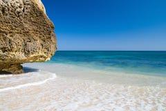田园诗algarvian的海滩 库存图片