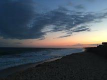 由一个海滩的日落在Montauk 免版税图库摄影