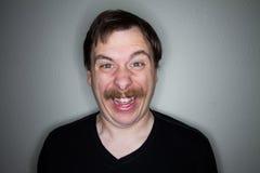 由一个这个蠕动的人的微笑 免版税库存照片