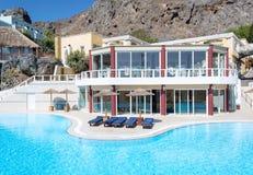 由一家豪华旅馆的游泳池,克利特,希腊 库存照片