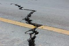 由一次地震的残破的路在清莱,泰国 免版税图库摄影