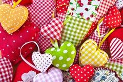 由不同的样式做的五颜六色的心脏 免版税库存照片