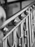 由不锈钢做的扶手栏杆 免版税库存图片