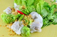 由与螺母的米和猪肉做的泰国食物。 图库摄影