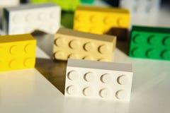 由乐高集团的五颜六色的乐高砖在白色背景隔绝了 免版税库存照片