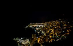 由于摩纳哥的蒙地卡罗在彻特d ` Azur,法国的晚上 免版税库存照片