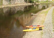 由伏尔塔瓦河河的独木舟 免版税库存照片
