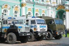 由偏僻寺院的俄国紧急排卡车 免版税图库摄影