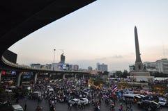 围攻由停工曼谷的泰国政府抗议者 库存图片