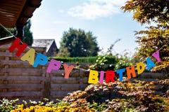 由分开的色的信件的生日快乐 免版税库存照片