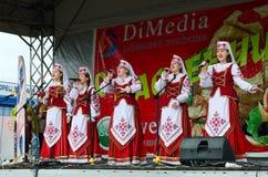 由创造性的合唱集体的讲话在Shrovetide庆祝时 图库摄影