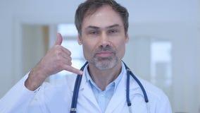 由医生称我们姿态在医院 股票视频