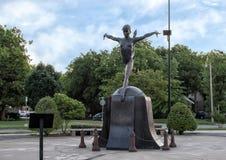 由单灰色的肖恩米勒铜雕塑,爱德蒙,俄克拉何马 免版税库存图片