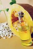 由南瓜籽和油做的南瓜 免版税图库摄影