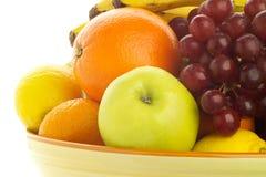 由后面照的混合的碗新鲜水果 免版税库存图片
