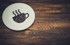 由咖啡豆做的咖啡杯 库存照片