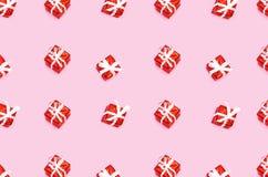 由圣诞礼物箱子做的样式被隔绝在桃红色 免版税图库摄影