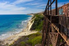 由圣诞老人Barabara,加利福尼亚一个小海滩的美好的桥梁结构  免版税库存照片