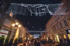 由圣诞节的Zmaj Jovina街在诺维萨德 免版税库存图片