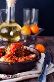 由在一个辣蕃茄的绞细牛肉做的可口丸子 库存照片