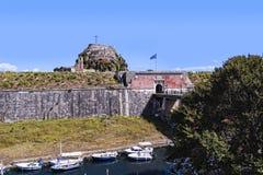 由城堡或老堡垒的城河在科孚岛希腊海岛上的科孚岛镇  免版税库存图片