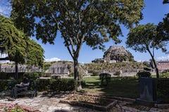 由城堡或老堡垒的庭院在科孚岛希腊海岛上的科孚岛镇  免版税库存图片