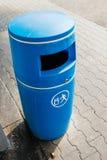 由塑料做的蓝色容器 库存照片