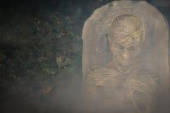 由墓碑的蛇神 库存图片