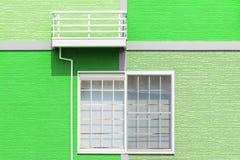 由墙壁和窗口的外部家庭设计 库存图片