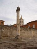 由墙壁的罗马柱子 图库摄影