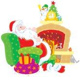 由壁炉的圣诞老人 库存图片