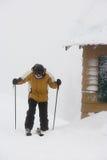 由客舱的滑雪者 库存图片