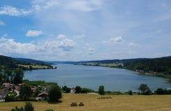 由寄生虫的圣徒点的湖 免版税库存图片