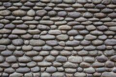 由小卵石做的墙壁的纹理 免版税库存图片