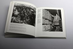 由尼克Yapp,在一个超级市场的自助所著的摄影书在康涅狄格美国1950年 库存照片