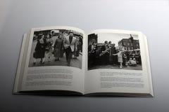 由尼克Yapp,弗兰基Laine所著的摄影书在伦敦用假名的走 库存图片