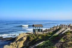 由岸的海小屋 图库摄影