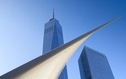 由建筑师有世界贸易中心一号大楼和七个WTC的圣地亚哥Calavatra的新的港务局运输插孔尖顶 纽约 免版税库存图片