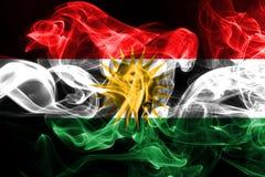 由彩色烟幕做的库尔德斯坦拷贝国旗被隔绝在黑背景 库存例证