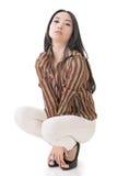 由性感的亚洲秀丽的矮小姿势 免版税库存图片