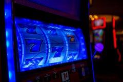 由拉斯维加斯赌博娱乐场的777次胜利 免版税库存照片