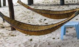 由放松的竹子做的吊床 免版税库存照片