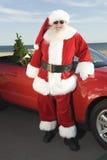 由敞篷车的父亲圣诞节有圣诞树的 免版税库存照片